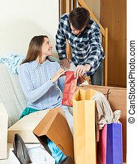 購入, 微笑の 女性, 提示