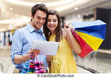 購物, 片劑, 夫婦, 購物中心, s, 數字, 使用, 愉快