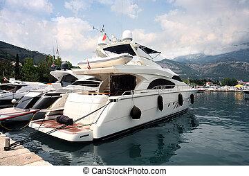 贅沢, ボート
