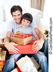 贈り物, クリスマス, 保有物, 父, 息子, 幸せ