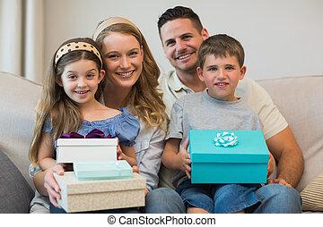 贈り物, ソファー, 家族, 幸せ