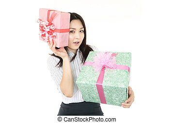 贈り物, 微笑の 女性