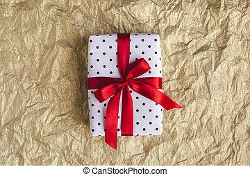 贈り物, concept., 金, ペーパー, 黒, 休日, ポルカドット, 包まれた, 弓, 白, 箱, 赤, ホイル, バックグラウンド。