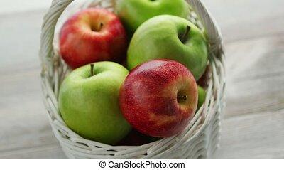 赤い緑, 混ぜられた, りんご, バスケット