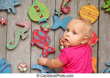 赤ん坊, かわいい 女, 運動場, 遊び