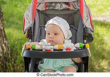 赤ん坊, わずかしか, 乗り物, 女の子, モデル