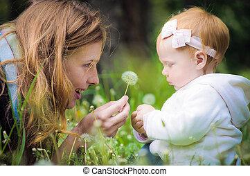 赤ん坊, わずかしか, 公園, 若い, 母