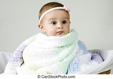 赤ん坊, 包まれた, 毛布, の上