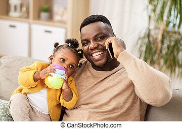 赤ん坊, 家, 父, smartphone, 呼出し