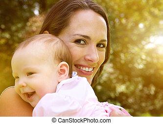 赤ん坊, 幸せに微笑する, 保有物, 母