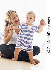 赤ん坊, 微笑, 屋内, 遊び, 母