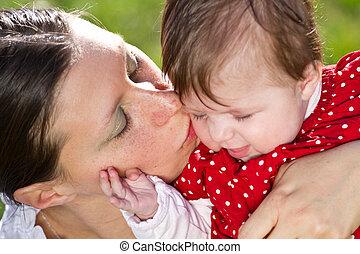赤ん坊, 接吻, 公園, 母