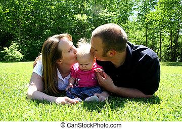 赤ん坊, 接吻, 若い 家族