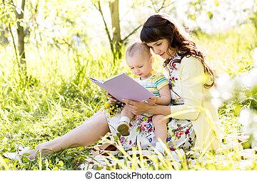 赤ん坊, 本, 読書, お母さん, 屋外で