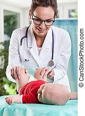 赤ん坊, 検査, わずかしか, 小児科医