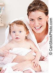赤ん坊, 浴室の 時間