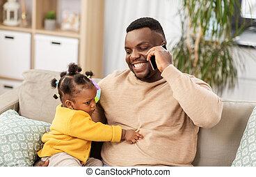 赤ん坊, 父, 家, smartphone, 呼出し