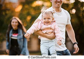 赤ん坊, 父, 遊び, 腕, 保有物, 幸せ, 娘, 彼女