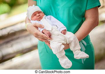 赤ん坊, 生まれる, 上に, 手