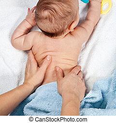 赤ん坊, 背中のマッサージ