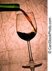 赤ワイン, pouring.