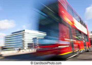 赤, ロンドン, ダブル decker バス, 動き, ぼんやりさせられた