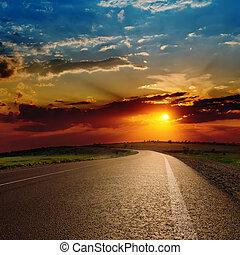 赤, 劇的, 日没, 上に, アスファルト坑道