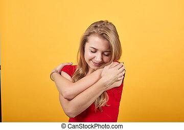赤, 女の子, tシャツ, 上に, 感情, 背景, 隔離された, オレンジ, 若い, ブロンド, ショー