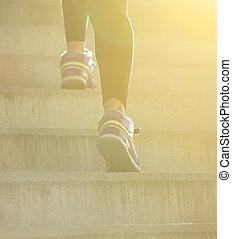 走上, 女性, 楼梯, 后部察看
