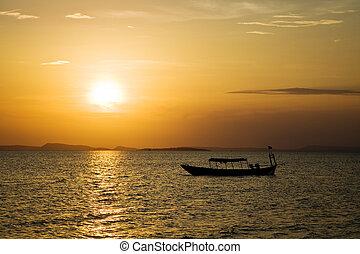 超过海洋的日落