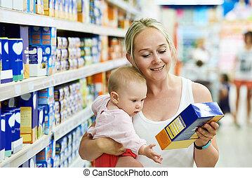 跟孩子一起的女人, 在, 商店