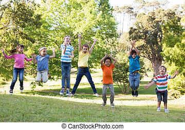 跳躍, 子供, 公園