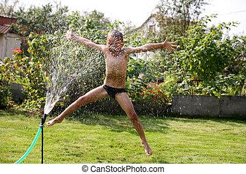 跳躍, 男の子, 下に, 夏, シャワー