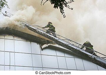 身に着けていること, ガスマスク, 階段, 消防士