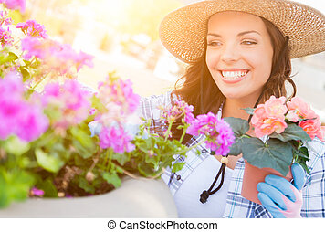 身に着けていること, 女, 園芸, 若い, 手袋, 成人, 屋外で, 帽子
