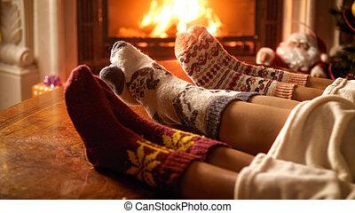 身に着けていること, 毛織りである, 家族, イメージ, ソックス, クローズアップ, 暖炉, 暖まること