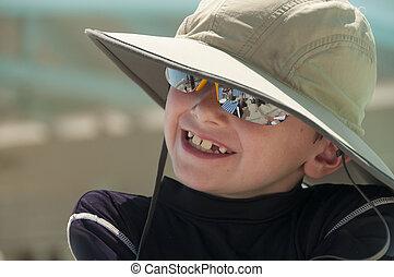 身に着けていること, 男の子, 微笑, 若い, hat.