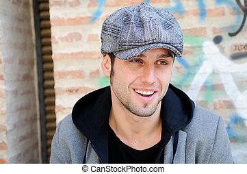 身に着けていること, 都市, 帽子, レトロ, 背景, 肖像画, 微笑, ハンサム, 人