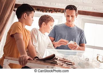 身に着けていること, 青, について, 彼の, ワイシャツ, 息子, 父, 分類, 言うこと, 無駄
