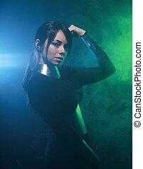 身に着けていること, 青, ファッション, カラフルである, 地位, 黒煙, 緑, モデル, 銀, 未来派, 衣服