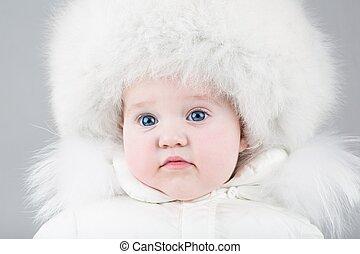 身に着けていること, 面白い, わずかしか, 毛皮, 冬, 巨大, 女の赤ん坊, 帽子, 白