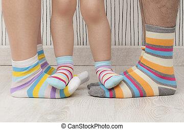 身に着けていること, socks., 父, よくわからない, 子供, 母, しまのある, 類似した