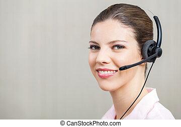 身に着けているヘッドホーン, 中心, 呼出し, 女性の従業員