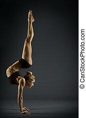 身體, 婦女, 瑜伽, 體操, 体操運動員, 在上方, 強有力, 姿態, 手, 黑色, 站, 背景, 手, 靈活, 女孩, 平衡, 手倒立, 雜技演員