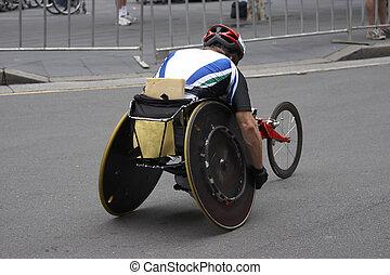 車椅子の運動選手