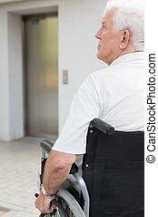 車椅子, 人間が座る