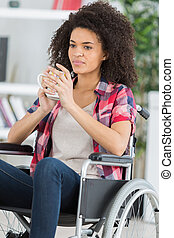 車椅子, 女の子, 保有物のコップ