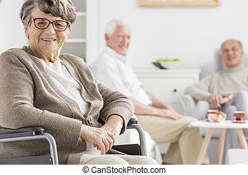 車椅子, 女, 微笑した