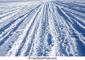 軌道に沿って進む, 上に, 雪