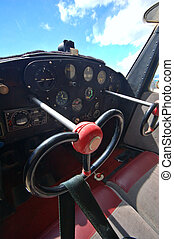 輕的飛机, 駕駛艙